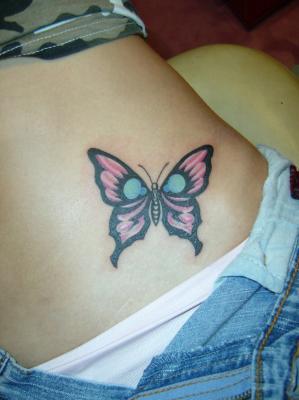 Papillon tribal et couleur tatouage - Tribal papillon ...